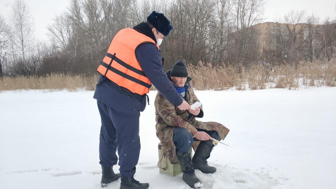 Спасатели предупредили рыбаков Балашихи об опасности тонкого льда