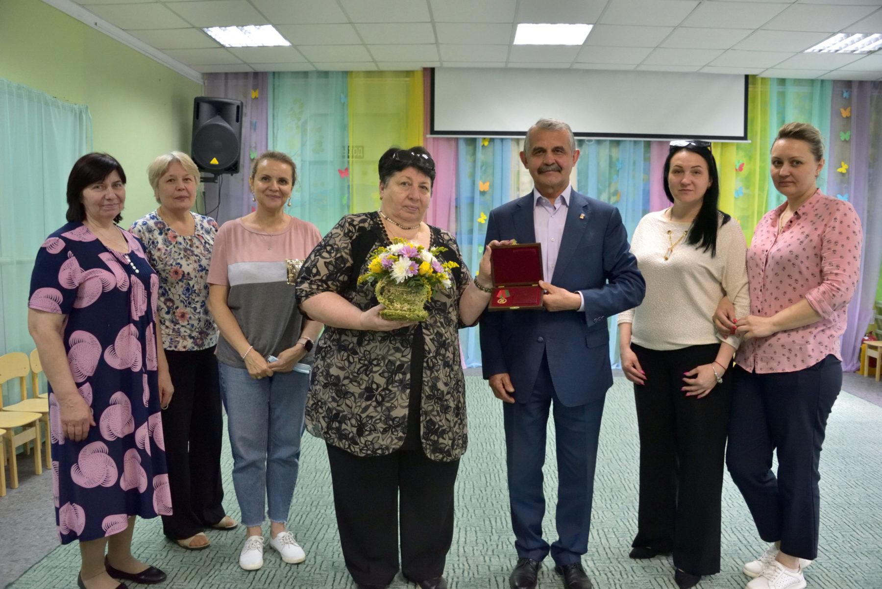 Заведующая балашихинским детским садом № 29 награждена знаком Мособлдумы «За труды»